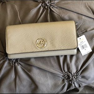 Michael Kors Fulton Flap Wallet - Pearl Grey